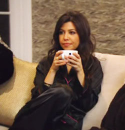kourtney-and-kim-kardashian-watching-tv-350x196